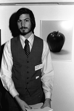Steve Jobs iPhone 4S, iPhone 4 & iPod touch 4G Free Wallpaper 49